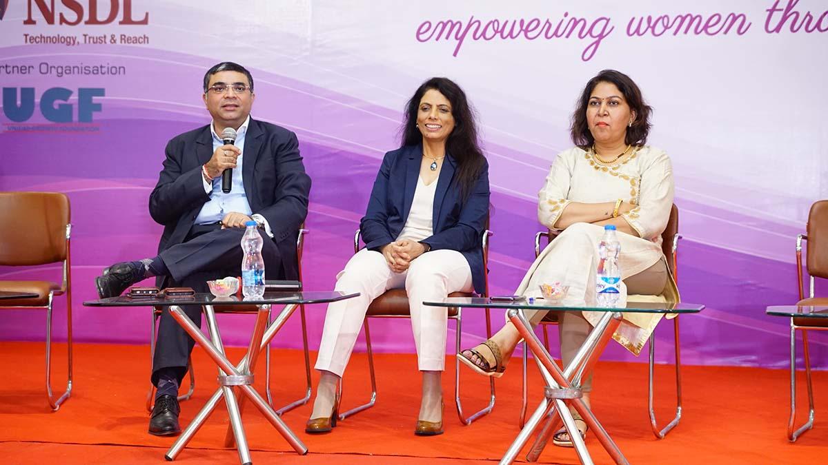 Shri Vinod Kumar ,President ,ISF in conversation with Dr. Smita Naram, Founder, Ayushakti Healthcare and Mrs. Manisha Dhatrak, MD, Varun Agro Processing Foods