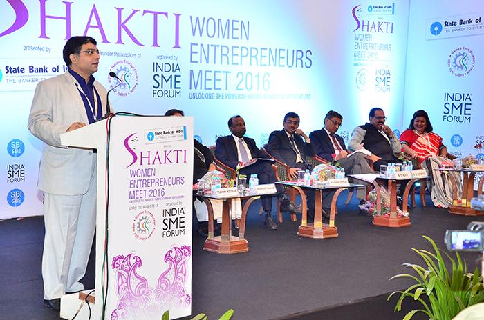 Mr.Vinod Kumar, President India SME Forum giving the key note address