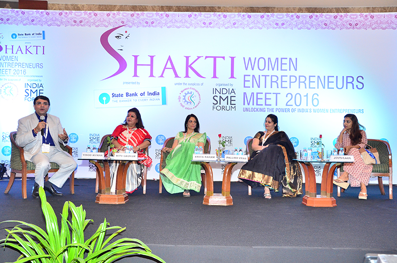 Mr. Vinod Kumar in conversation with (L-R) Ms. Ritu Grover, Chairman, Raman Foundation; Ms. Smita Naram, MD, Ayushakti Healthcare Pvt. Ltd. ; Ms. Pallav Vyas, Director, Shanta Farms; Ms. Jyoti Garg, Director, Garlico Industries