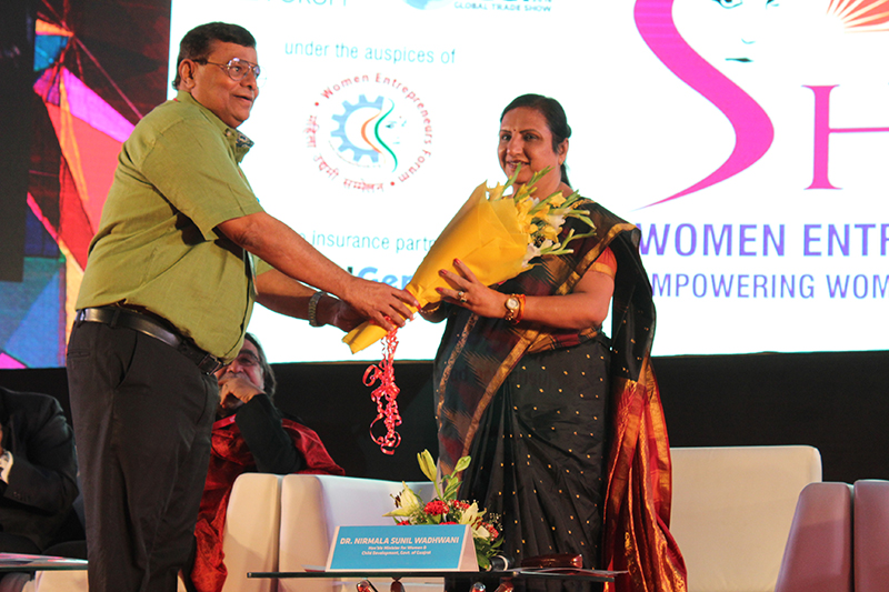 Dr. Nirmala Sunil Wadhwani,Hon'ble Minister for Women & Child Development,Govt of Gujarat being felicitated by Mr. Nilesh Shukla,President,VCCI