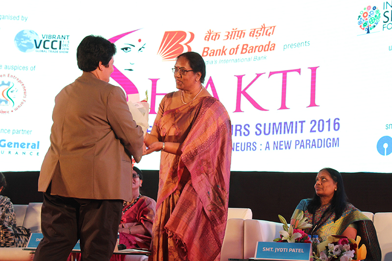Ms.Alka Chandra,Head-Learning & Development,SBI Insurance being felicitated by Ms.Avi Sabavala, IMM. Past President,VCCI
