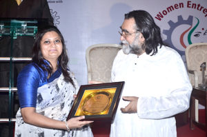 Ms. Reena Jain, MD, Shri Elastic Pvt Ltd. receiving the award