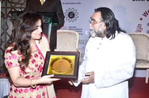 Ms. Jaya Juneja, MD, J Fine Design & Jalsa Banquets receiving the award