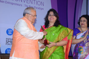 Smt Ranjana Naik, Founder Swan Suites  receiving her trophy from Shri Kalraj Mishra Union Minister for MSME