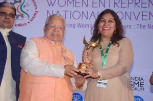 Smt Manisha Dhatrak Founder Varun Agro  receiving her trophy from Shri Kalraj Mishra Union Minister for MSME & Shri Haribhai P. Choudhary , MOS, MSME