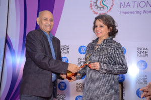 Smt Nina Lekhi, Founder Baggit receiving the trophy