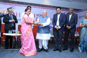 Ms. Yallapragada Rajeshwari, Proprietor, Siddhi Creations  receiving the award by Shri Kalraj Mishra,Hon'ble Minister of MSME