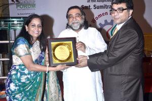 Mrs. Abha Shah Deora, Founder, Proprietor & Principal, Humpty Dumpty School  receiving the award