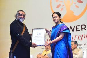 Felicitation of Smt. Usha Suresh, CMD, NSIC and Financial Advisor, KVIC By Shri Prahlad Kakar, Chairman India SME Forum